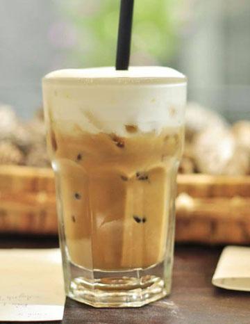 Làm Latte đá với ca đánh sữa lạnh cực dễ